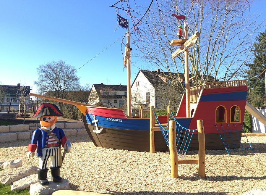 Jetzt ist es offiziell, das Kinderhaus St. Paulus kann sich ab Sommer über ein neues Aussenspielgerät freuen – ein Playmobilaktivschiff