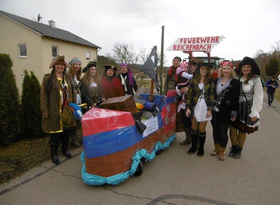 Piratenmannschaft beim Faschingsumzug in Reichenbach