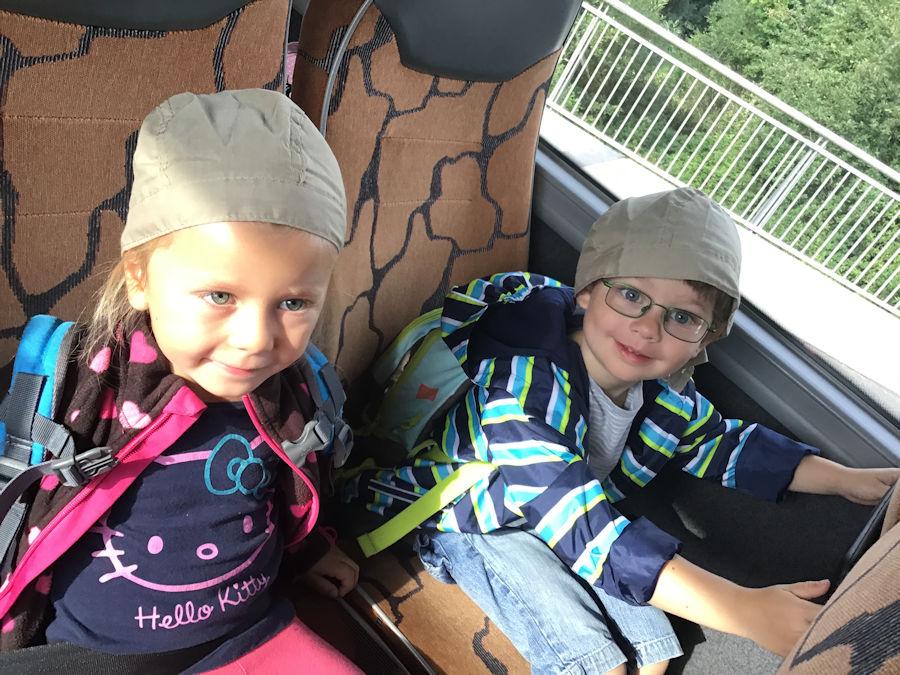 Ausflug in die Höllohe mit unseren Kleinen aus den Kindergartengruppen und die Großen der Krippenkinder