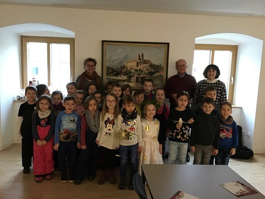 Das Wirken der Heiligen Luzia lebendig gestalten –liebgewonnenen Menschen ein Licht in der Adventszeit schenken