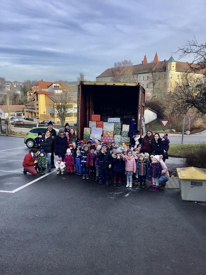 """Kinderhaus St. Paulus Reichenbach sammelt für die """"Johanniter Weihnachtstrucker"""""""