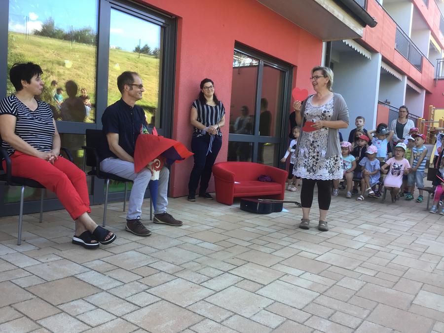 """Kinderhaus überreicht """"Bürgermeistertüte"""""""